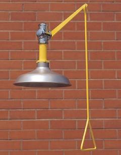 Celková bezpečnostná sprcha celotelová CA1100SS s nerezovou hlavicou na tehlovom podklade