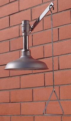 Celková bezpečnostná sprcha celotelová CA1100TI v nerezovom prevedení na tehlovom podklade