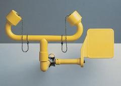 žltá nástenná laboratórna očná sprcha CA3510 havarijná bez výlevky s pákou