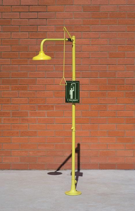 Bezpečnostná sprcha celotelová CA1120 na tehlovom podklade