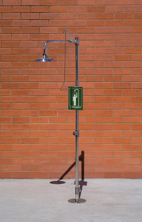 Bezpečnostná sprcha celotelová CA1120TI na tehlovom podklade