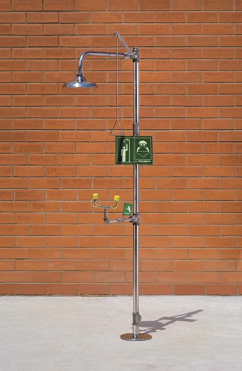 Kombinovaná bezpečnostná sprcha celotelová a očná CA4260TI v nerezovom prevedení na tehlovom podklade