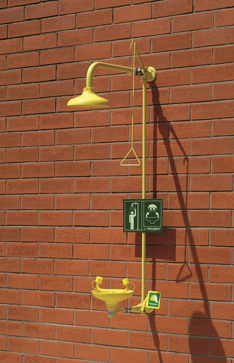 Kombinovaná bezpečnostná sprcha celotelová a očná CA4285 na stenu s ABS plast hlavicou a výlevkou na tehlovej stene