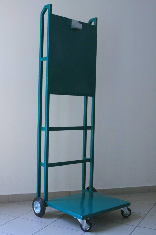 Zelený kovový vozík s kolieskami pre prenosnú očnú bezpečnostnú sprchu G1540